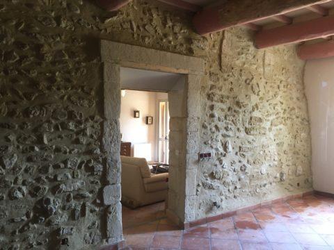 mur salon cote hall après